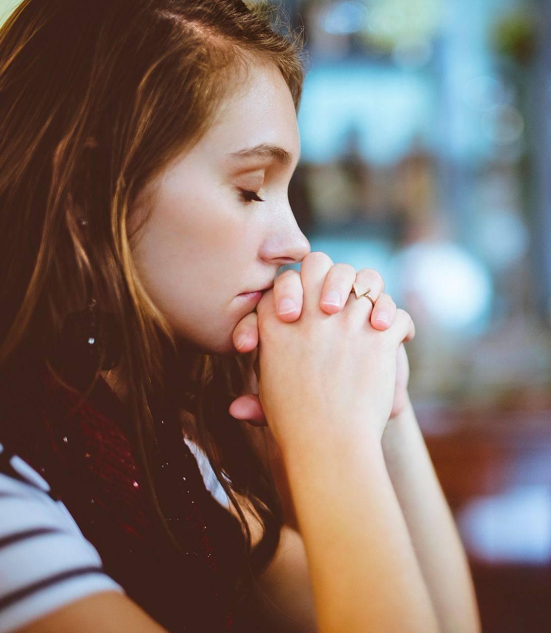praying-girl-compressor